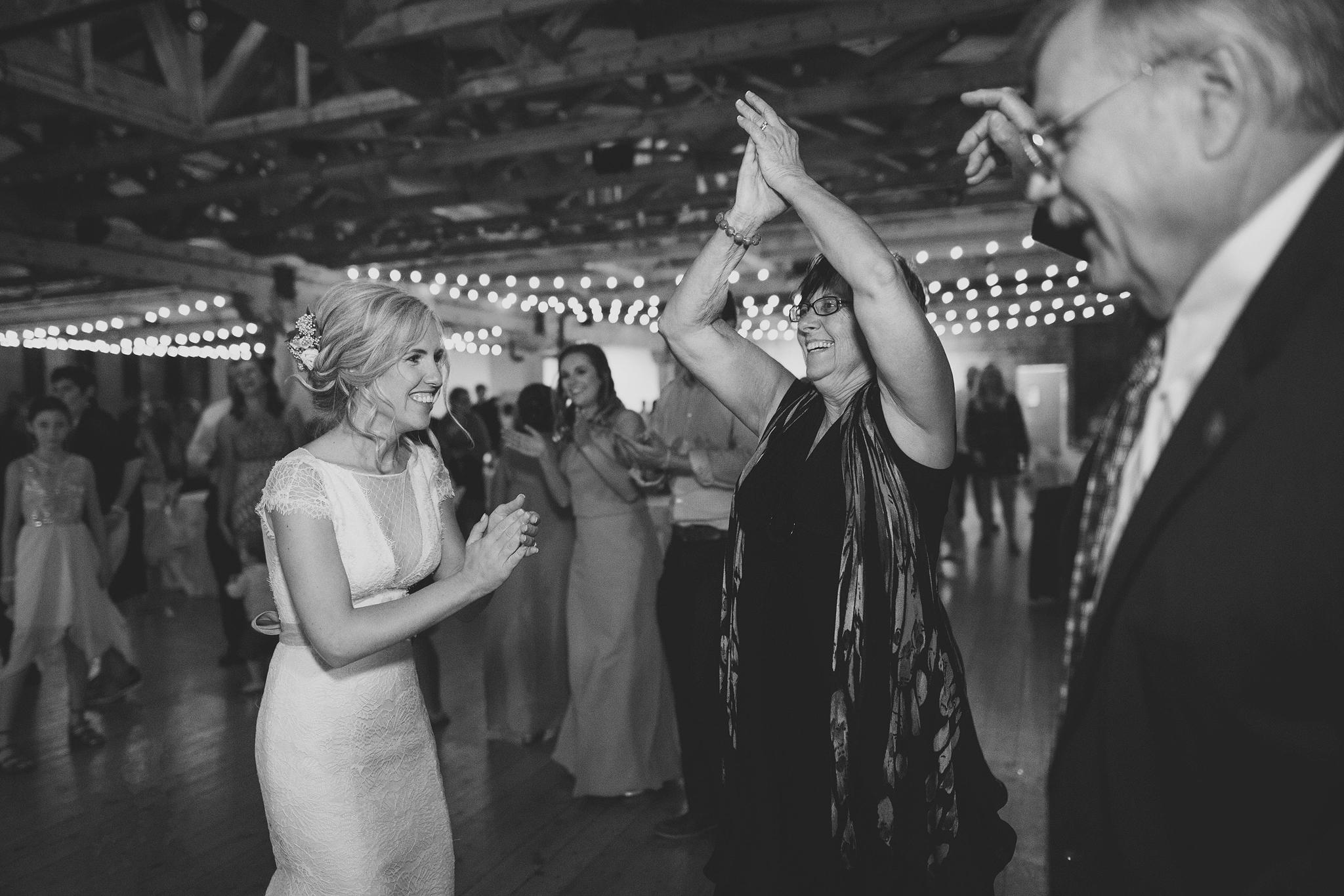 Cincinnati-Dayton-OH-Traveling-Wedding-Photographer-Rhinegeist-Brewery-Ault-Park-21C-172.jpg