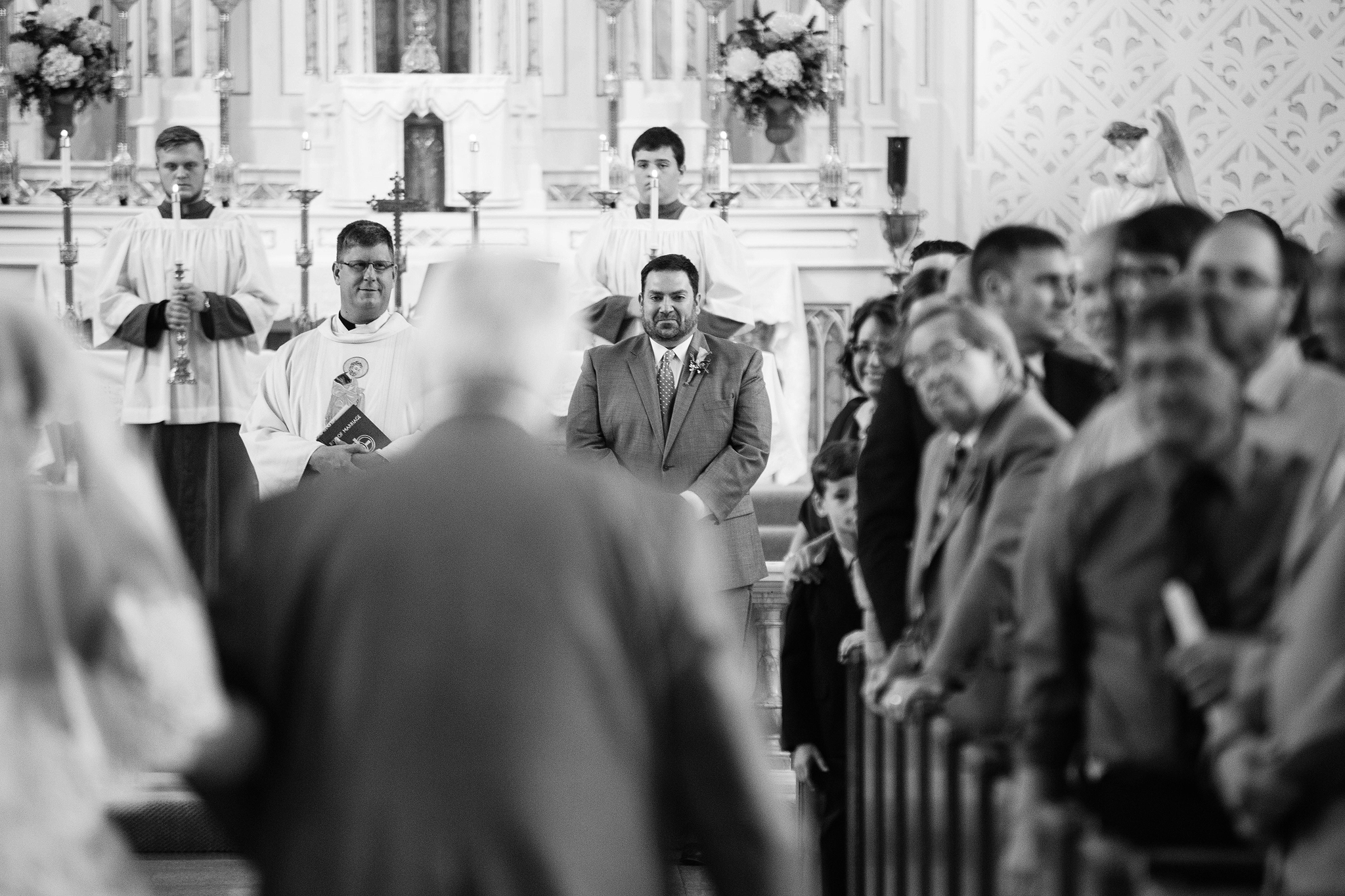 Cincinnati-and-Dayton-Based-Wedding-Photographer-Sacred-Heart-Syndicate-Traveling-35.jpg