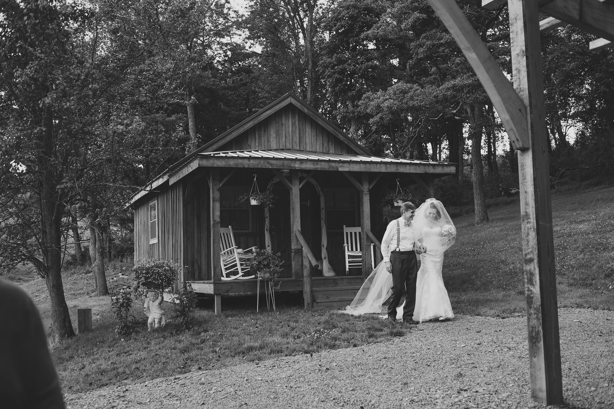 Cincinnati-Dayton-OH-Photographer-Traveling-Wedding-Photographer-Z-Barn-In-the-Valley-New-Philadelph