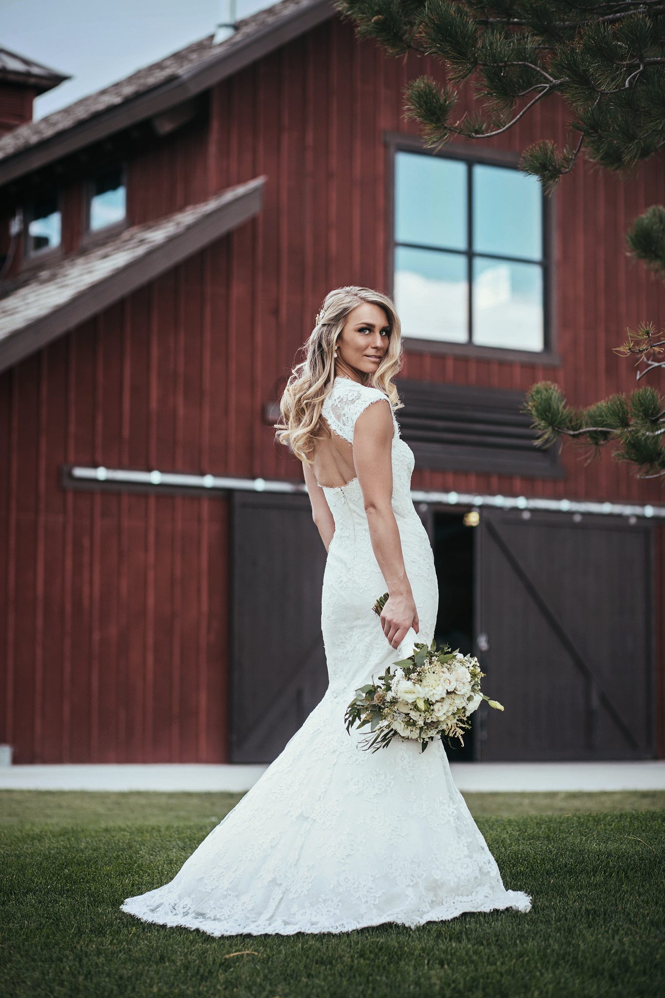 Cincinnati-Dayton-and-Traveling-Wedding-Photographer-Big-Red-Barn-Highland-Meadows-Golf-Course-CO-68