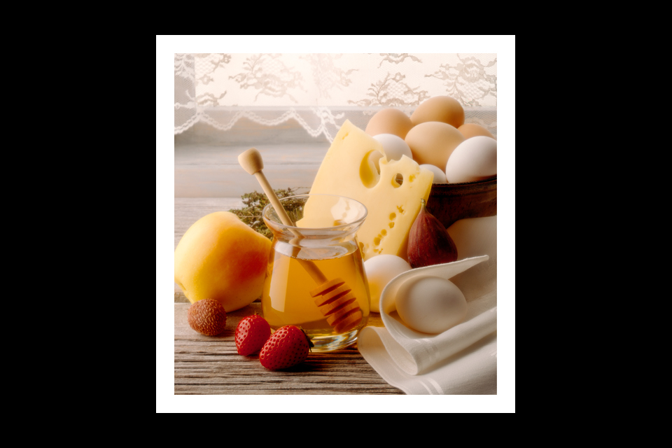 006-HONEY-AND-CHEESE-960x640h-.jpg